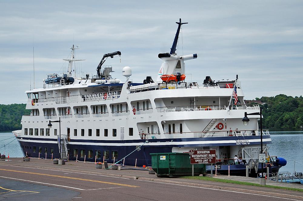 ETCETERA City Of Hancock Michigan - Cruise ship yorktown